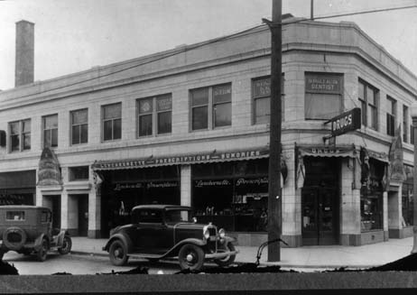 The northwest corner of Lincoln and Oakton circa 1930. At the far left of the picture is the National Bank of Niles Center