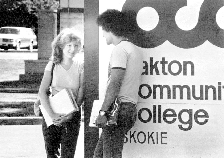 Oakton College East on Lincoln Avenue, an extension campus of Oakton Community College, provides two-year college-level education for residents of Skokie and nearby communities