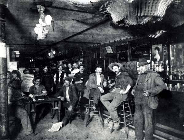 The saloon in the Klehm Brothers store, ca 1900